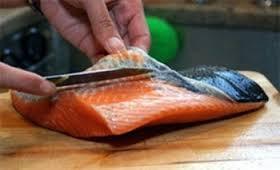 sushiman-cortando-peixe