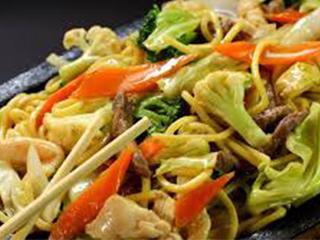 Comida-chinesa-yakissoba